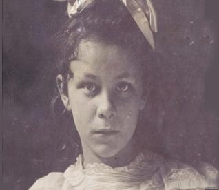 Lois Burham in 1902